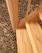 Kvartsvingstrappe i asketræ