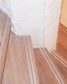 Opsadlet trappe i keruing med rustfri skinne i trin forkant
