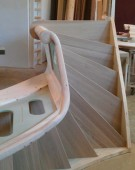 prøvesamling af trappe med pladegelænder
