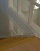 Lukket kvartsvingstrappe med repos